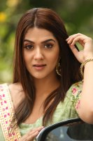 Sakshi-Chaudhary-at-Oollo-Pelliki-Kukkala-Hadavidi-Audio-Launch-Photos--(10)