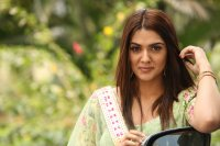 Sakshi-Chaudhary-at-Oollo-Pelliki-Kukkala-Hadavidi-Audio-Launch-Photos--(15)