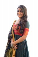 Shalini-Pandey-New-Stills-(22)