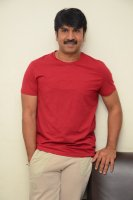 Jamba-Lakidi-Pamba-Hero-Srinivas-Reddy-Interview-Stills-(10)