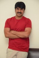 Jamba-Lakidi-Pamba-Hero-Srinivas-Reddy-Interview-Stills-(11)