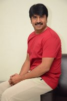 Jamba-Lakidi-Pamba-Hero-Srinivas-Reddy-Interview-Stills-(12)