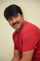 Jamba-Lakidi-Pamba-Hero-Srinivas-Reddy-Interview-Stills-(14)