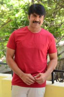 Jamba-Lakidi-Pamba-Hero-Srinivas-Reddy-Interview-Stills-(15)
