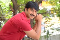 Jamba-Lakidi-Pamba-Hero-Srinivas-Reddy-Interview-Stills-(16)