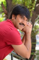 Jamba-Lakidi-Pamba-Hero-Srinivas-Reddy-Interview-Stills-(17)