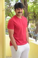 Jamba-Lakidi-Pamba-Hero-Srinivas-Reddy-Interview-Stills-(19)