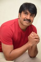 Jamba-Lakidi-Pamba-Hero-Srinivas-Reddy-Interview-Stills-(2)