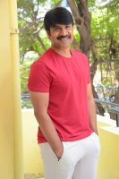 Jamba-Lakidi-Pamba-Hero-Srinivas-Reddy-Interview-Stills-(20)