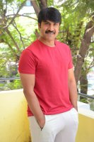 Jamba-Lakidi-Pamba-Hero-Srinivas-Reddy-Interview-Stills-(21)