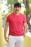 Jamba-Lakidi-Pamba-Hero-Srinivas-Reddy-Interview-Stills-(23)