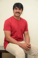 Jamba-Lakidi-Pamba-Hero-Srinivas-Reddy-Interview-Stills-(3)