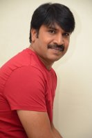 Jamba-Lakidi-Pamba-Hero-Srinivas-Reddy-Interview-Stills-(4)