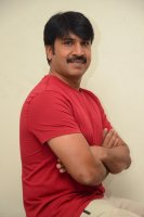 Jamba-Lakidi-Pamba-Hero-Srinivas-Reddy-Interview-Stills-(5)