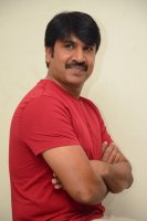 Jamba-Lakidi-Pamba-Hero-Srinivas-Reddy-Interview-Stills-(6)