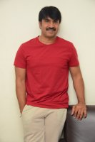 Jamba-Lakidi-Pamba-Hero-Srinivas-Reddy-Interview-Stills-(7)