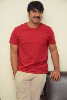 Jamba-Lakidi-Pamba-Hero-Srinivas-Reddy-Interview-Stills-(8)