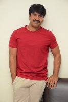 Jamba-Lakidi-Pamba-Hero-Srinivas-Reddy-Interview-Stills-(9)