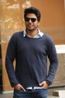 Sundeep-Kishan-New-Interview-Stills-(21)