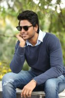 Sundeep-Kishan-New-Interview-Stills-(7)