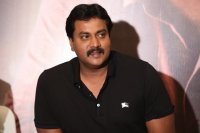 Sunil-at-Aravinda-Sametha-Movie-Press-Meet-Photos-(5)
