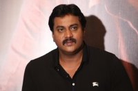 Sunil-at-Aravinda-Sametha-Movie-Press-Meet-Photos-(6)