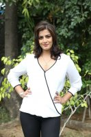 Varalaxmi-Sarathkumar-at-Vikram-Vedha-Press-Meet-Stills-(2)