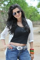 Vedhika-Latest-Photos-(8)