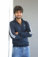 Taxiwala-Hero-Vijay-Devarakonda-Latest--Interview-Stills-(10)