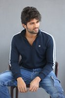 Taxiwala-Hero-Vijay-Devarakonda-Latest--Interview-Stills-(13)