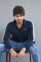 Taxiwala-Hero-Vijay-Devarakonda-Latest--Interview-Stills-(14)
