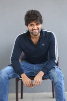 Taxiwala-Hero-Vijay-Devarakonda-Latest--Interview-Stills-(17)