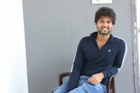 Taxiwala-Hero-Vijay-Devarakonda-Latest--Interview-Stills-(21)