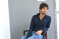 Taxiwala-Hero-Vijay-Devarakonda-Latest--Interview-Stills-(22)