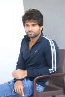 Taxiwala-Hero-Vijay-Devarakonda-Latest--Interview-Stills-(23)