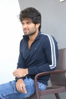 Taxiwala-Hero-Vijay-Devarakonda-Latest--Interview-Stills-(25)