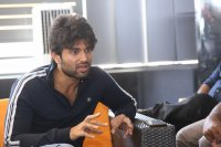 Taxiwala-Hero-Vijay-Devarakonda-Latest--Interview-Stills-(27)