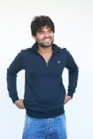 Taxiwala-Hero-Vijay-Devarakonda-Latest--Interview-Stills-(34)
