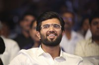 Vijay-Devarakonda-at-Geetha-Govindam-Audio-Launch-Stills-(14)