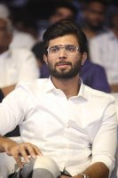 Vijay-Devarakonda-at-Geetha-Govindam-Audio-Launch-Stills-(15)