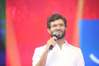 Vijay-Devarakonda-at-Geetha-Govindam-Audio-Launch-Stills-(17)