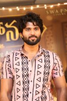Vijay-Devarakonda-at-Mahanati-Movie-Success-Meet-Stills-(7)